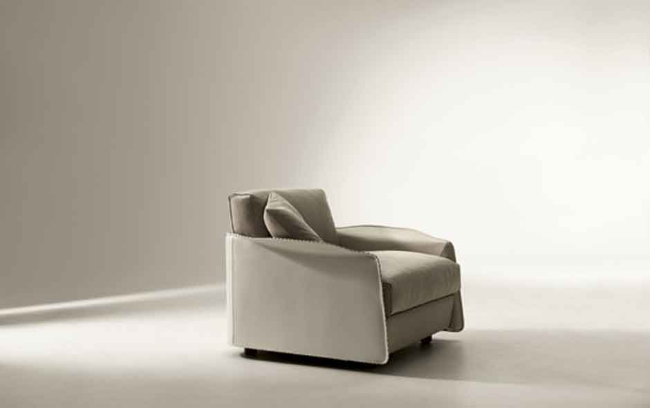 4/8 The Fabula armchair and sofa is made of sculpted leather designed by Umberto Asnago.