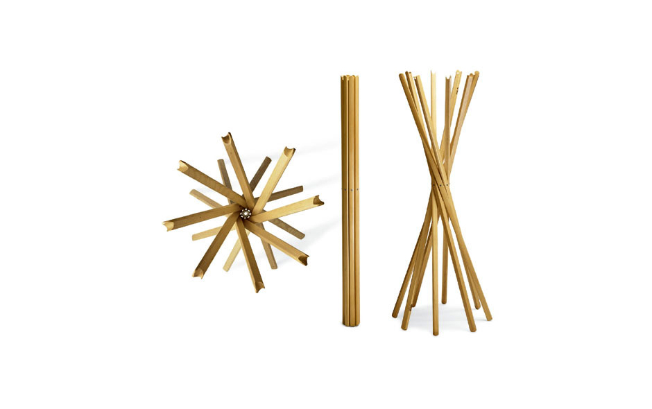 2/2 The Sciangai coat rack by Studio De Pas, D'Urbino and Lomazzi from 1973 is still made by Zanotta today.