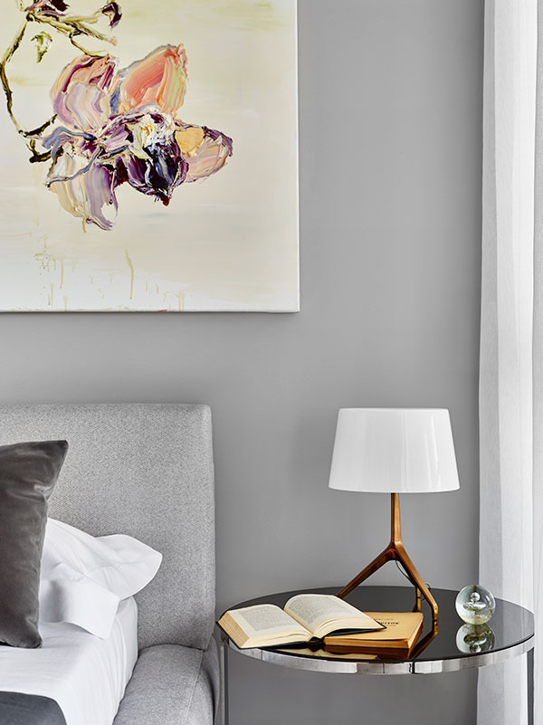 F oscarini Lumiere XXS table lamp with bronze base and white shade and  B&B Italia Eileen small table .