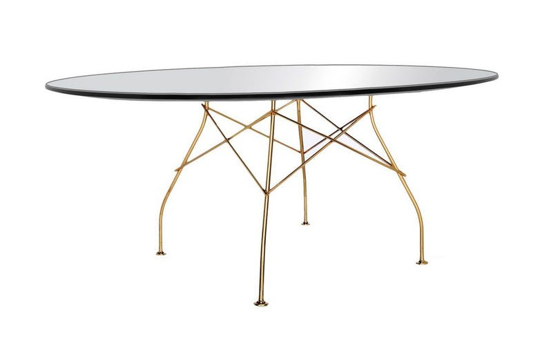 6.  Glossy table   Glossy is a collection of tables ideal for the home and the office, characterized by a sophisticated design and elegant materials.