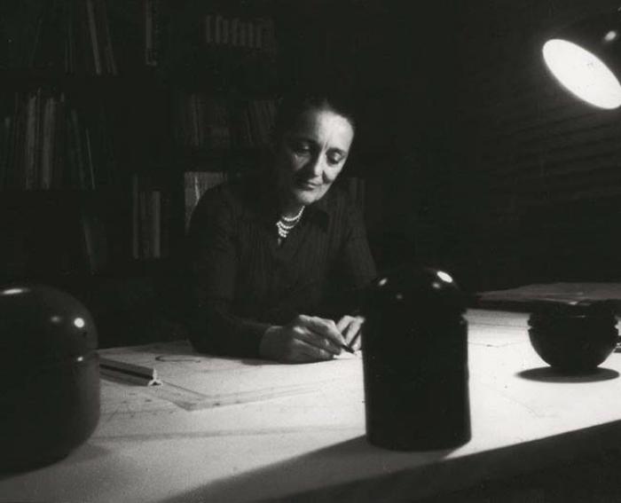 Architect Anna Castelli Ferrieri in 1974, photographed in her Milan studio by Valerio Castelli. Photo courtesy Kartell.