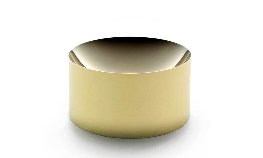 Dish 60 in solid brass can be used as a vessel or a paperweight.