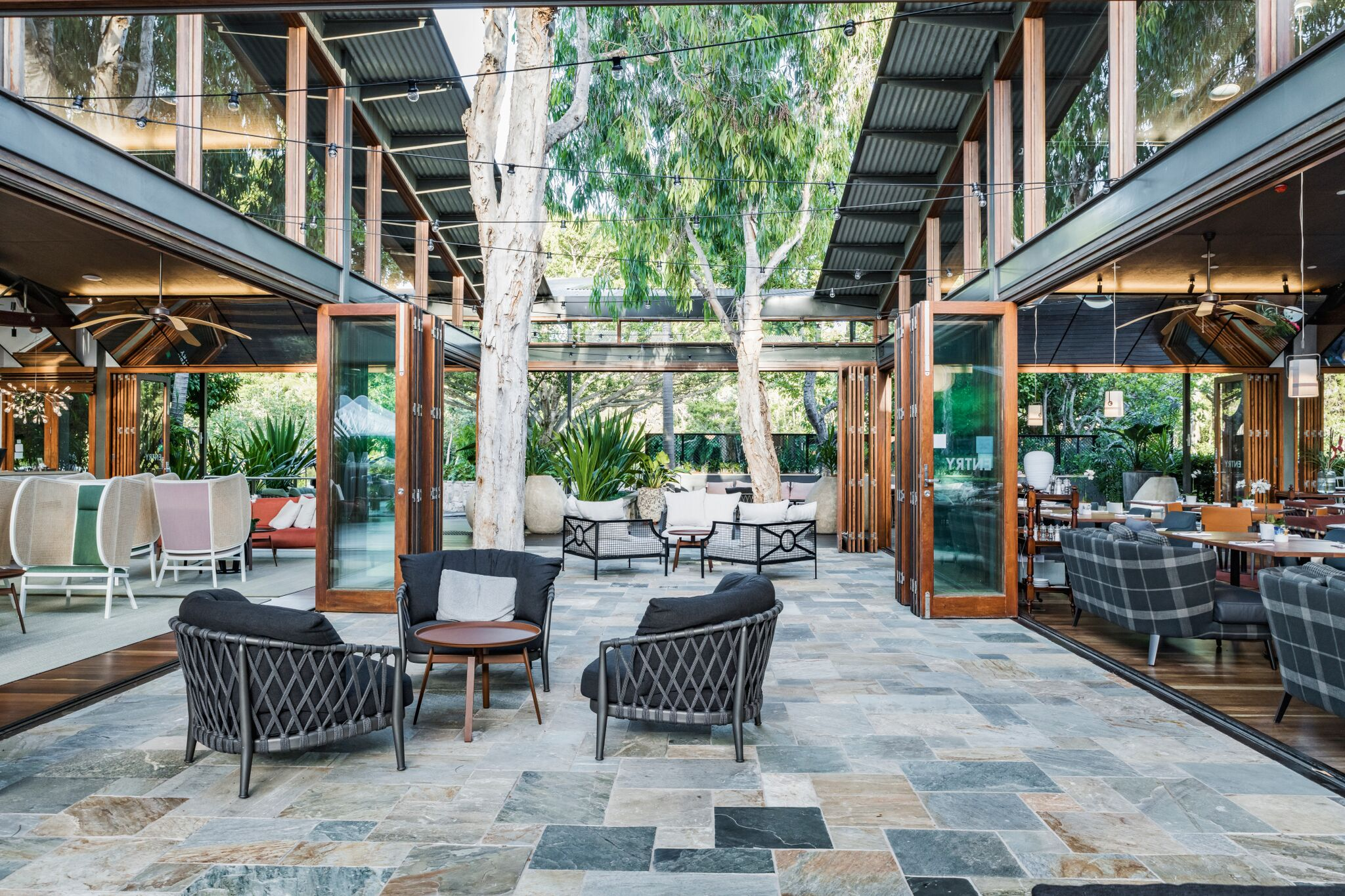 The new courtyard space reinvigorates the existing breezeway between the restaurant and the reception and features beautifully detailed flagstone paving. Photo by Michael Wee.