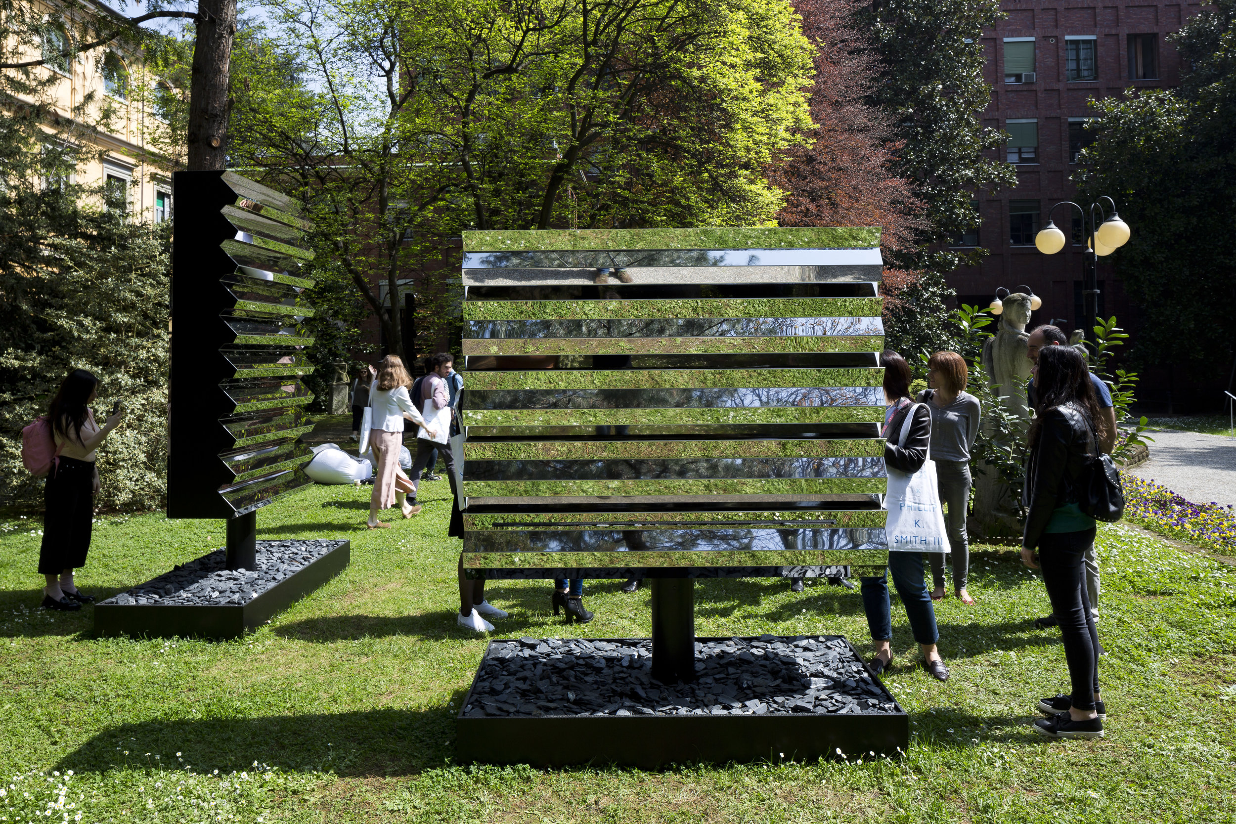 Milan's famous gardens are dotted around the city providing a place to relax during the fair. and the perfect outdoor exhibition venue.