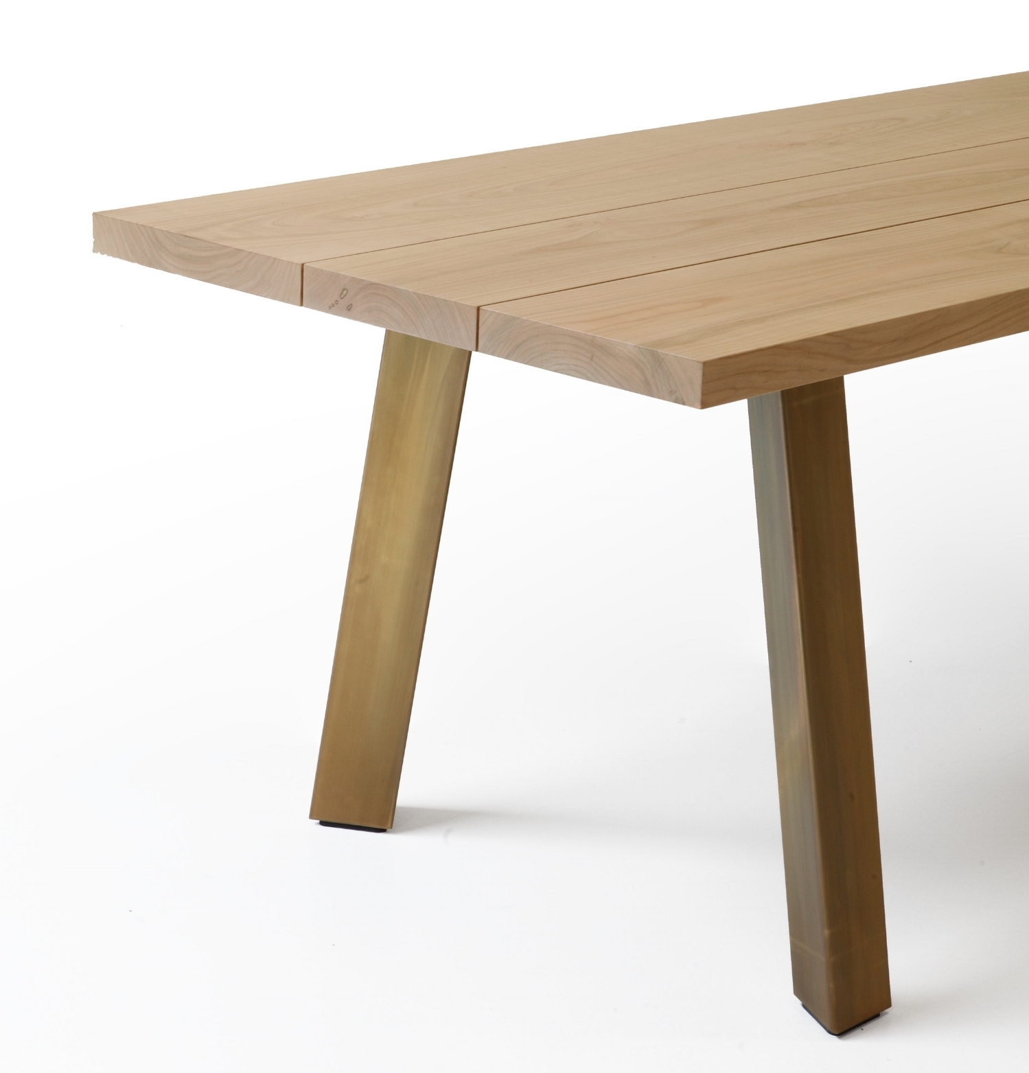 The Ryoba table by Piero Lissoni for Porro pays homage to natural materials and the beauty of imperfection.
