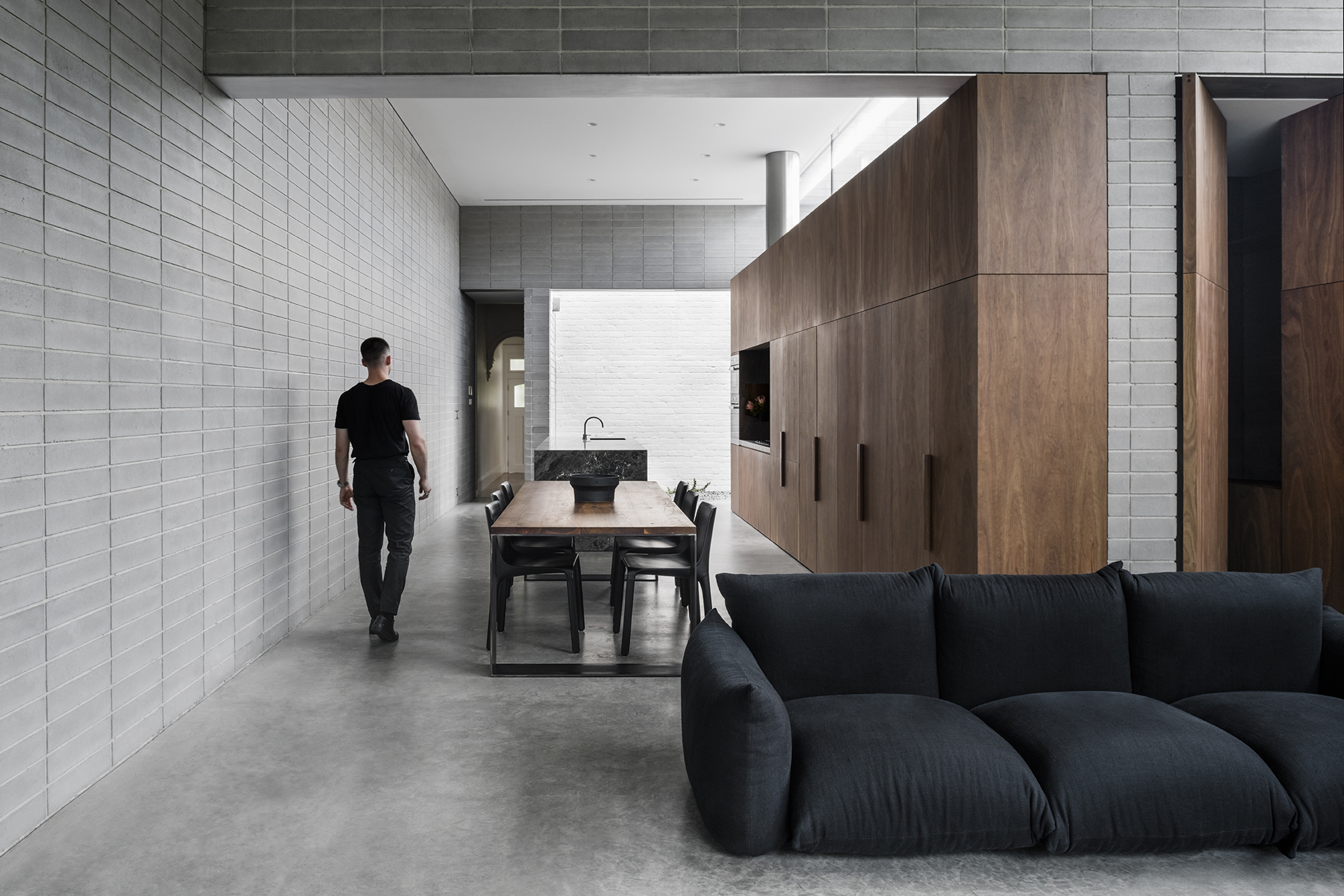 The use of concrete blockwork inside and out creates material and textural continuity between the interior and exterior of Highbury Grove located in Prahran, Melbourne. Photo Tom Blachford.