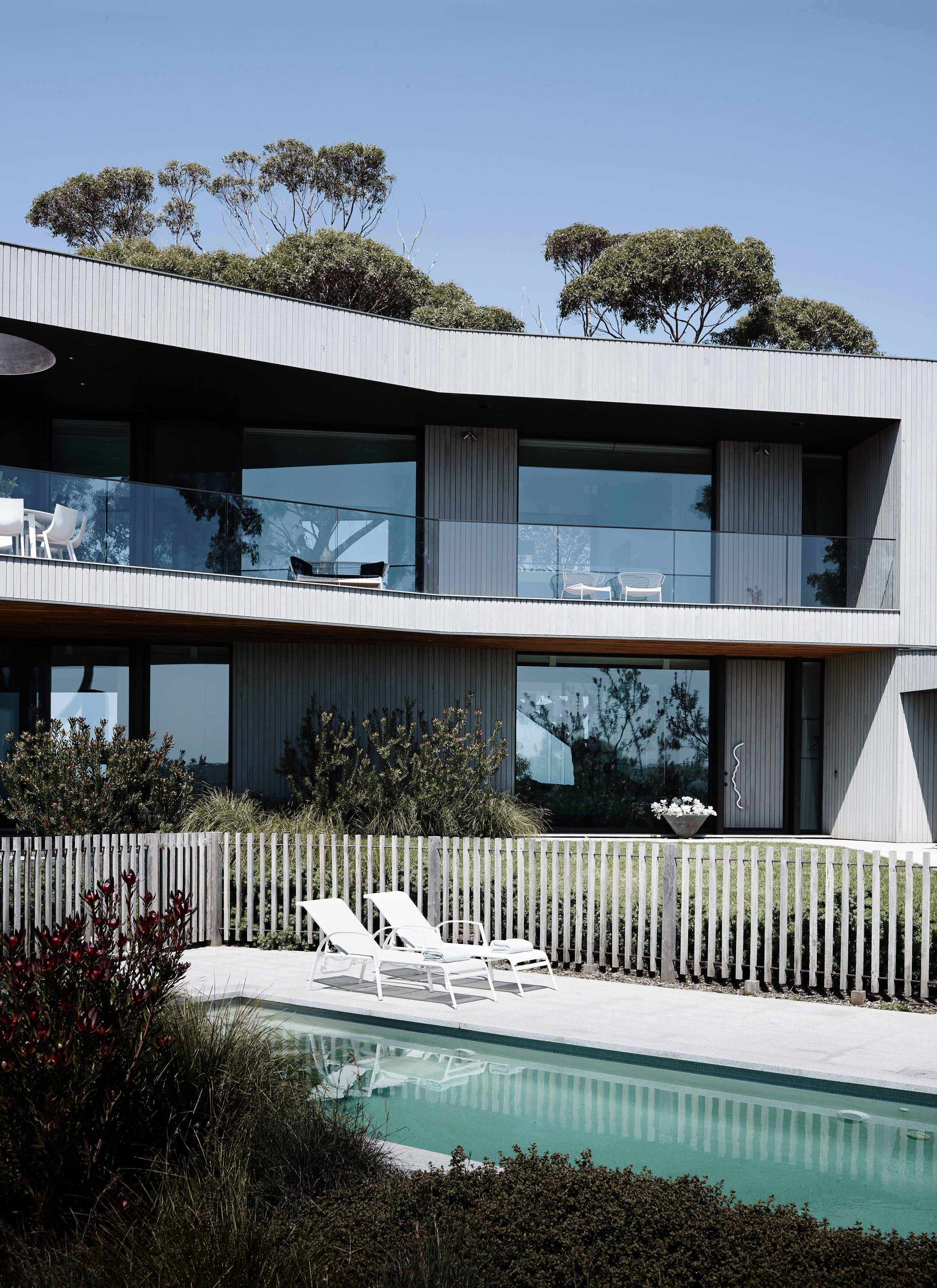 The Bluff House on the Mornington Peninsula in Victoria has views to the vineyards and the ocean and required an interior that responded to those views without detracting from them. Photography © Mark Roper.