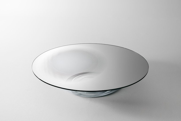 The fluid form of Nacre designed by George Yabu and Glenn Pushelberg for Glas Italia.
