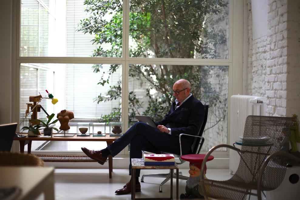 Piero Lissoni in his Milan studio. Photo © Michele + Bonech