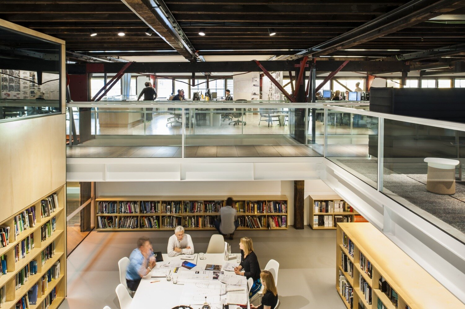 The Hassell Studio in Sydney blurs the lines between private and public spaces, with flexibility, daylight and natural materials that embody the design approach taken with clients from Atlassian to Arup and Lendlease. Photography © Nicole England.