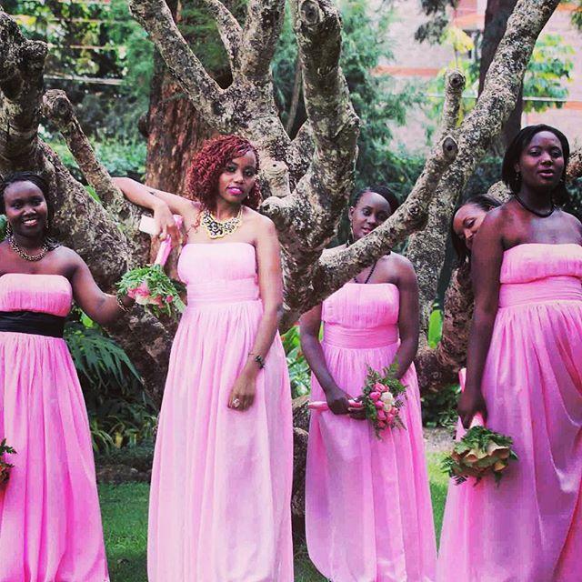 Wedding photos in the #AmaniGardensInn garden