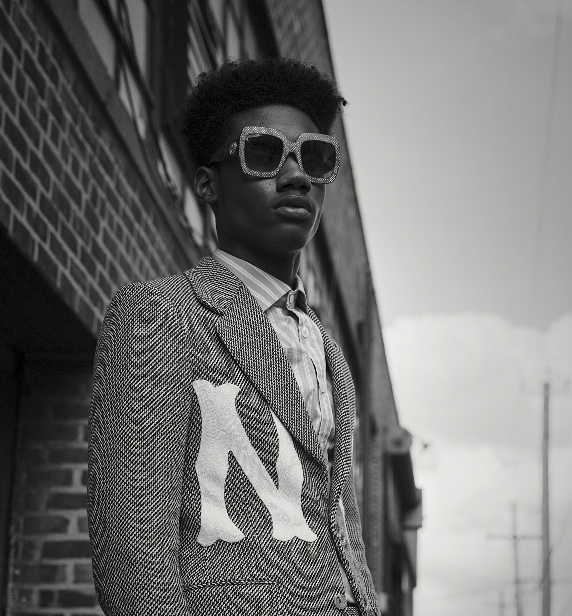 L'Officiel USA: Modern New York Sophistication - In an era when the boundary between formalwear and streetwear is ever more blurred, tailored pieces mingle with graphics, logomania, and enormous shades for the coolest Fall 2018 menswear inspiration.