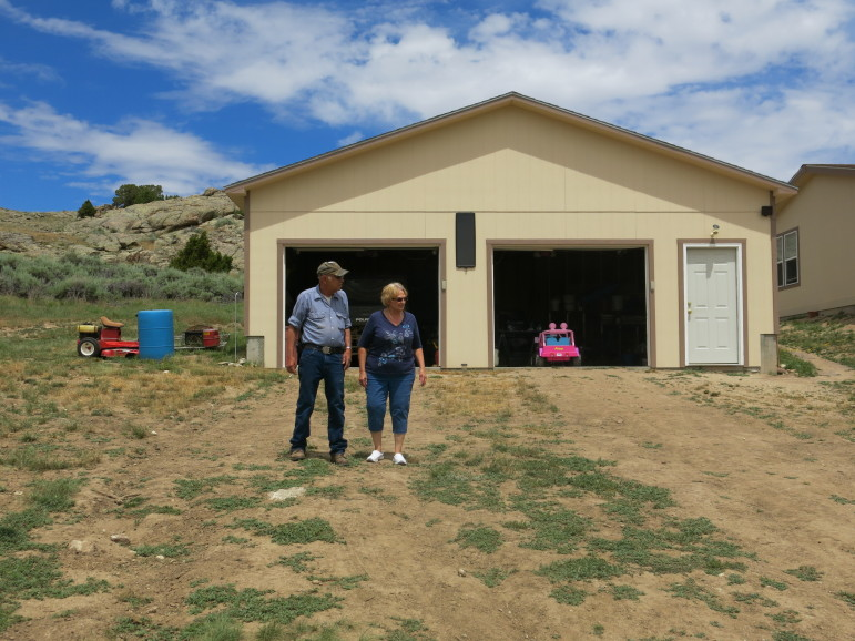 Jim and Lyn Schneider at their home near Alcova, Wyoming. Leigh Paterson.
