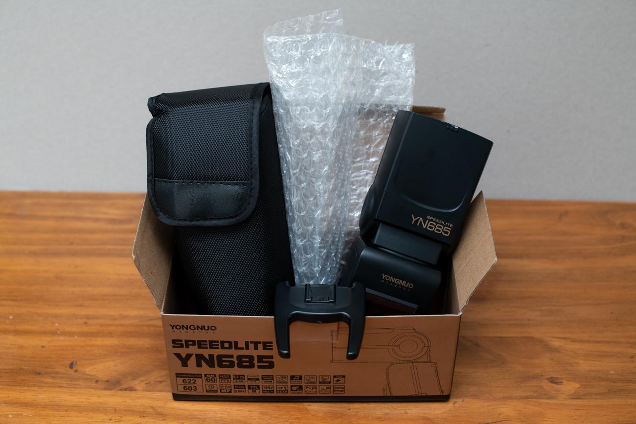 Unboxing of the Yongnuo Speedlite YN685