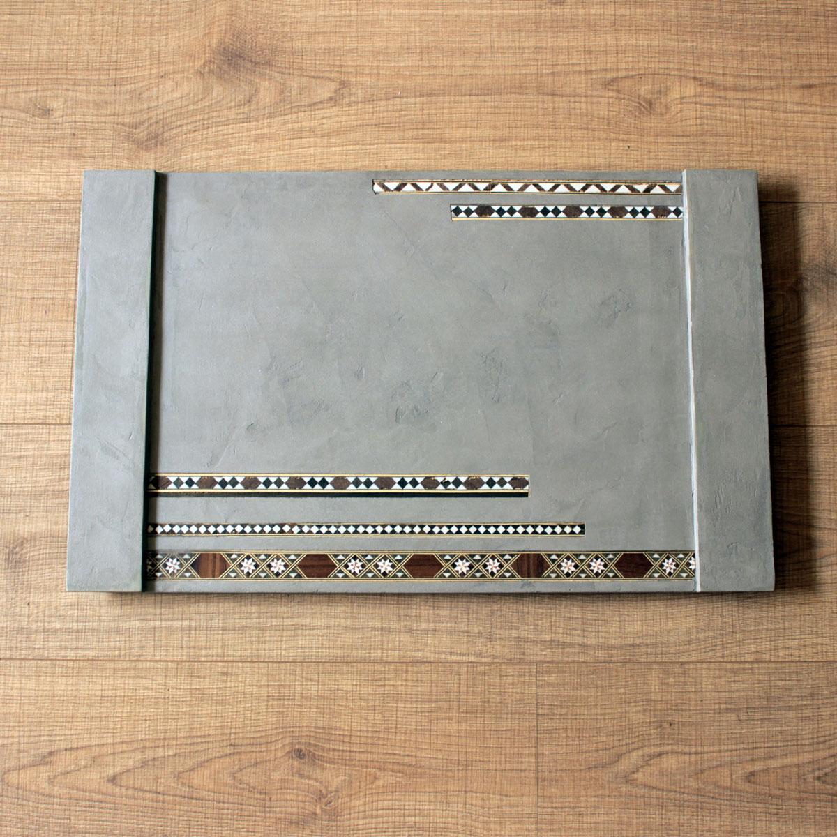 wood-tray-light-concrete-.jpg
