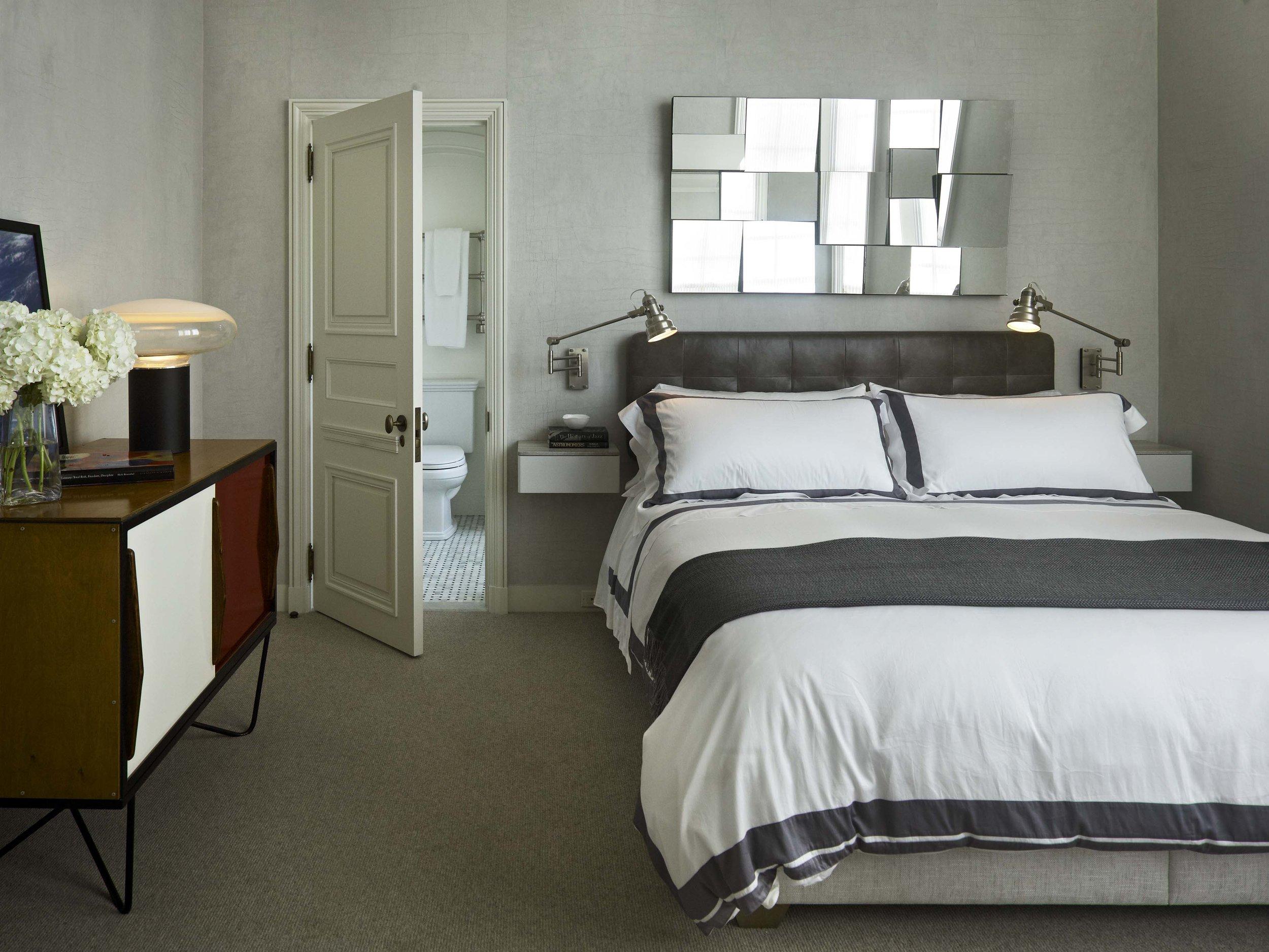 Lakeshore Drive Apartment Guest Room
