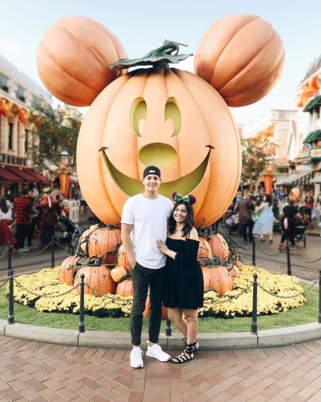 another year, another birthday i'll never forget 🍂🕸🖤🎃 ily, @stickfigurerick || #disneyland #twentyfour #vintage