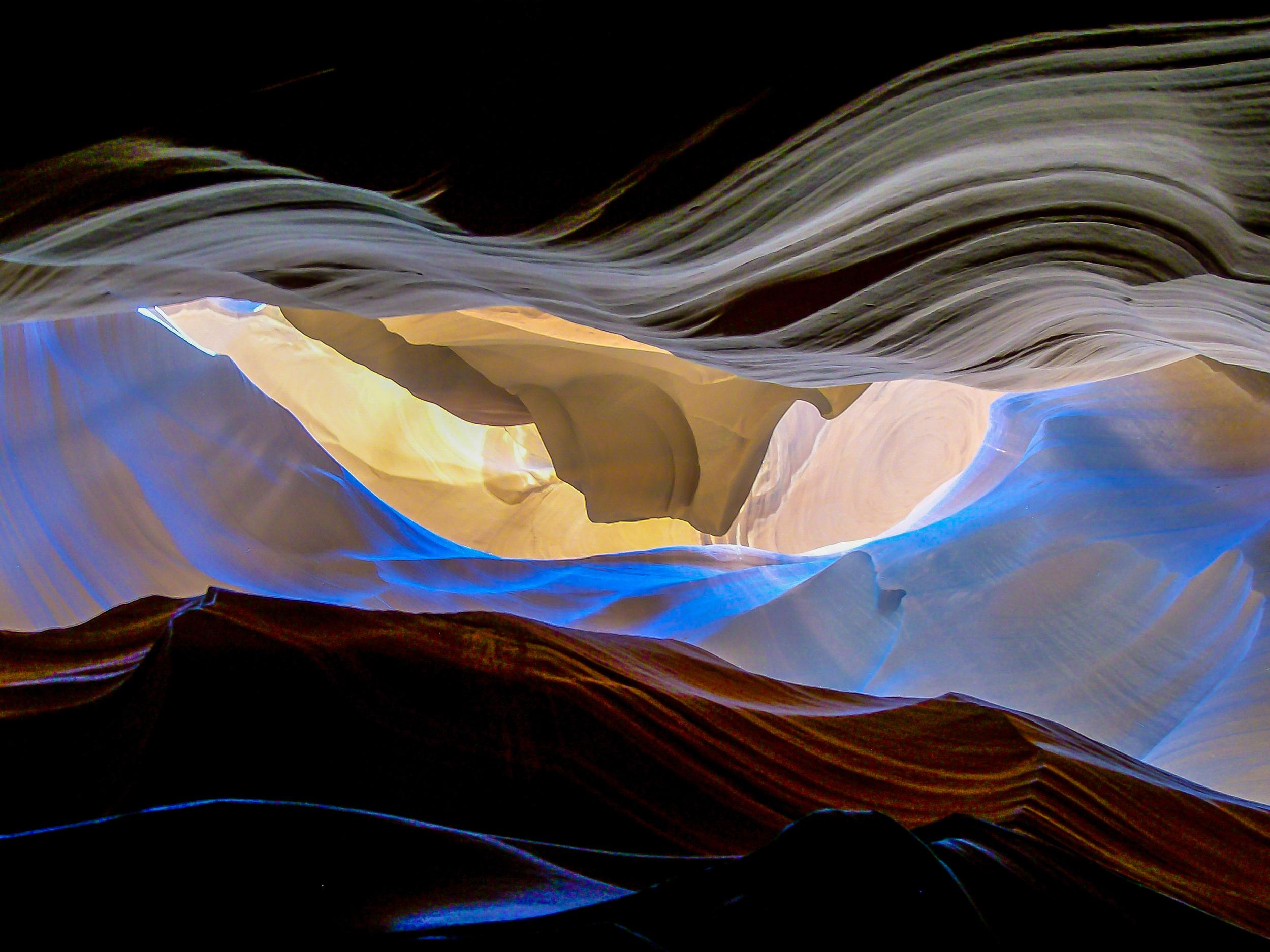 Undulating Light