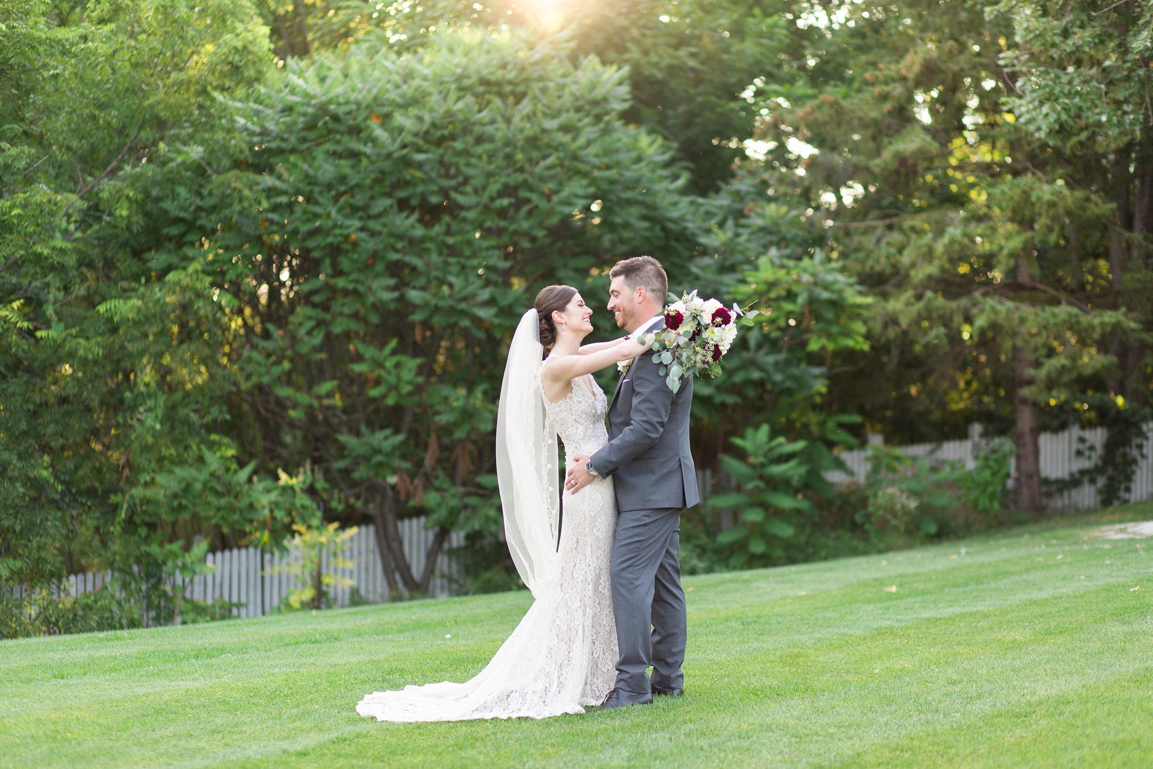 WEDDINGDAYTIPS-STAYPRESENT-ALEXANDRADELBELLOPHOTOGRAPHY-KLEINBURGWEDDING-DOCTORSHOUSEWEDDING-8.jpg