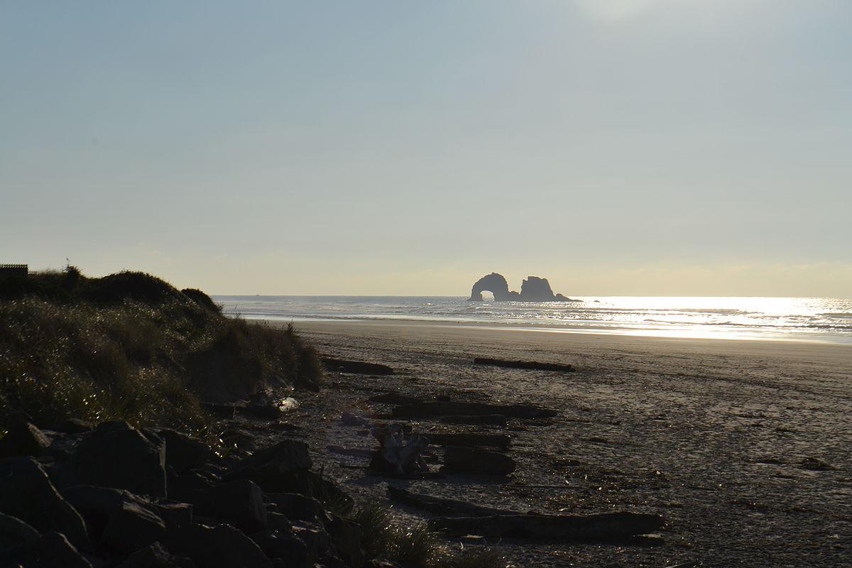 1200px-Twin_Rocks_(Twin_Rocks,_Oregon).jpg