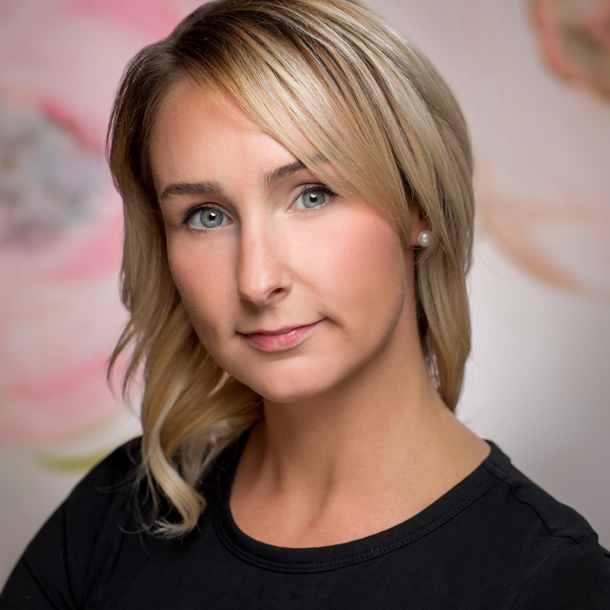 Erin Latour - Formalwear stylist