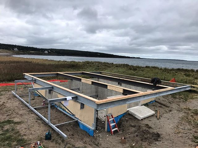 Out in Kingsburg framing on the first floor system is going at a steady clip. We are bolting onto the steel installed last week. 👷♂️🌊 . . . . #tiliabuilders #kingsburg #carpentry #contractor #contractorsofig #construction #steel #design #engineering #customhome #unique #complex #details #southshore #nova_scotia