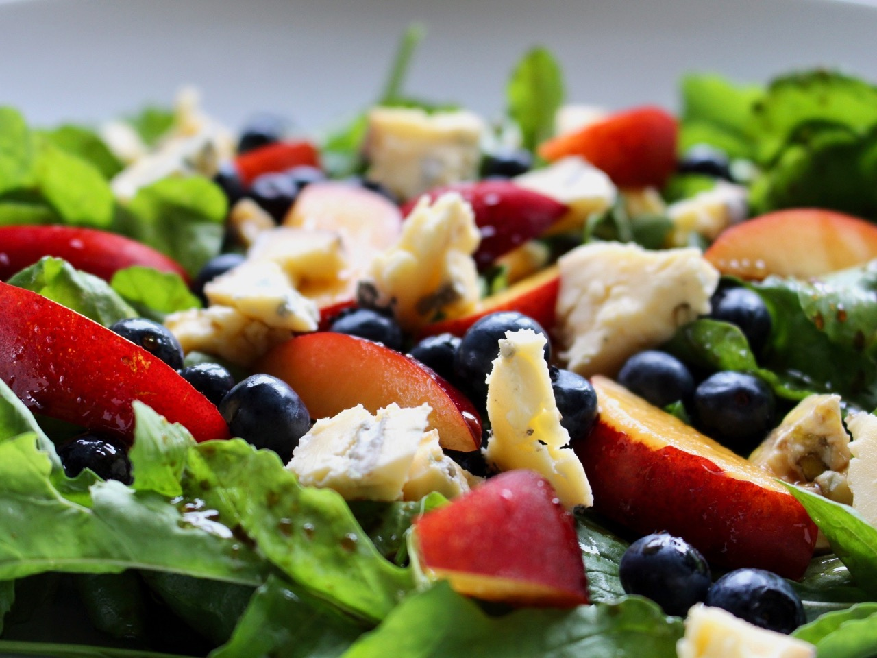 blue cheese and berry salad