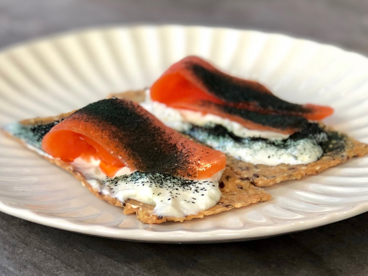 cracker and salmon with spirulina