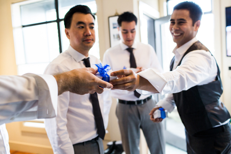 seattle wedding photograhpy groomsmen getting ready.jpg