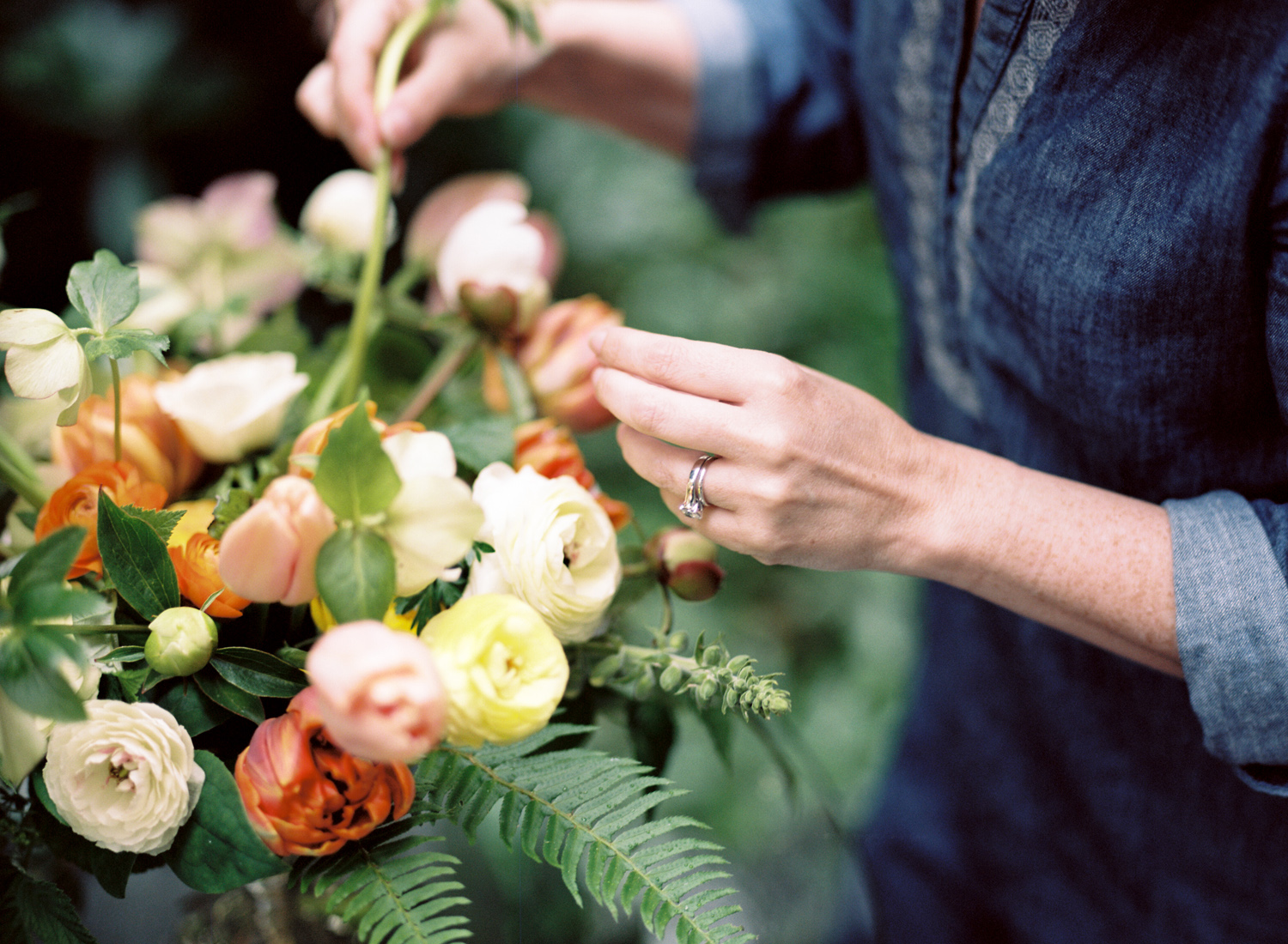 seattle wedding florist smashing petals.jpg
