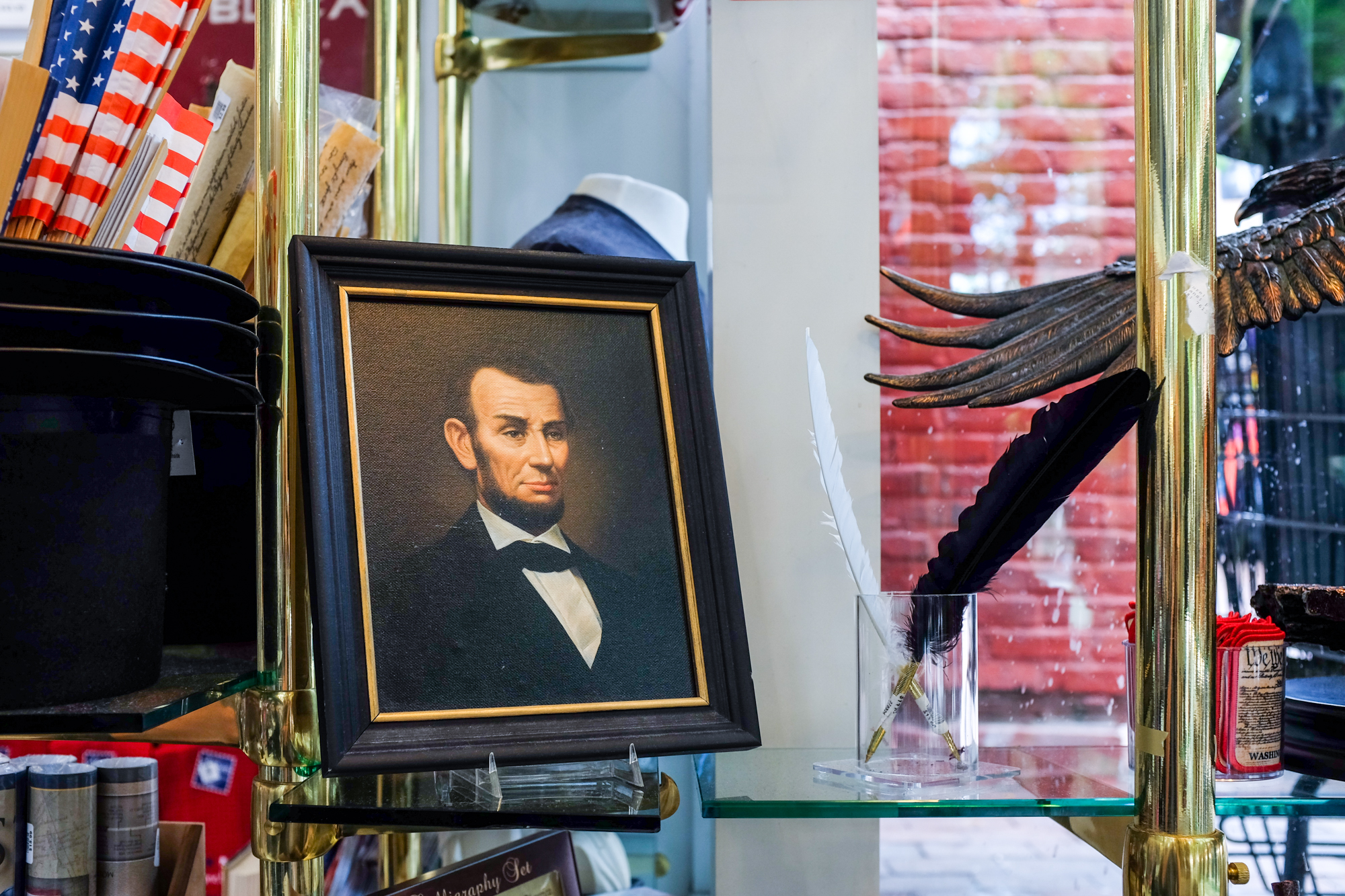 Portrait of Lincoln, DC Gift Shop