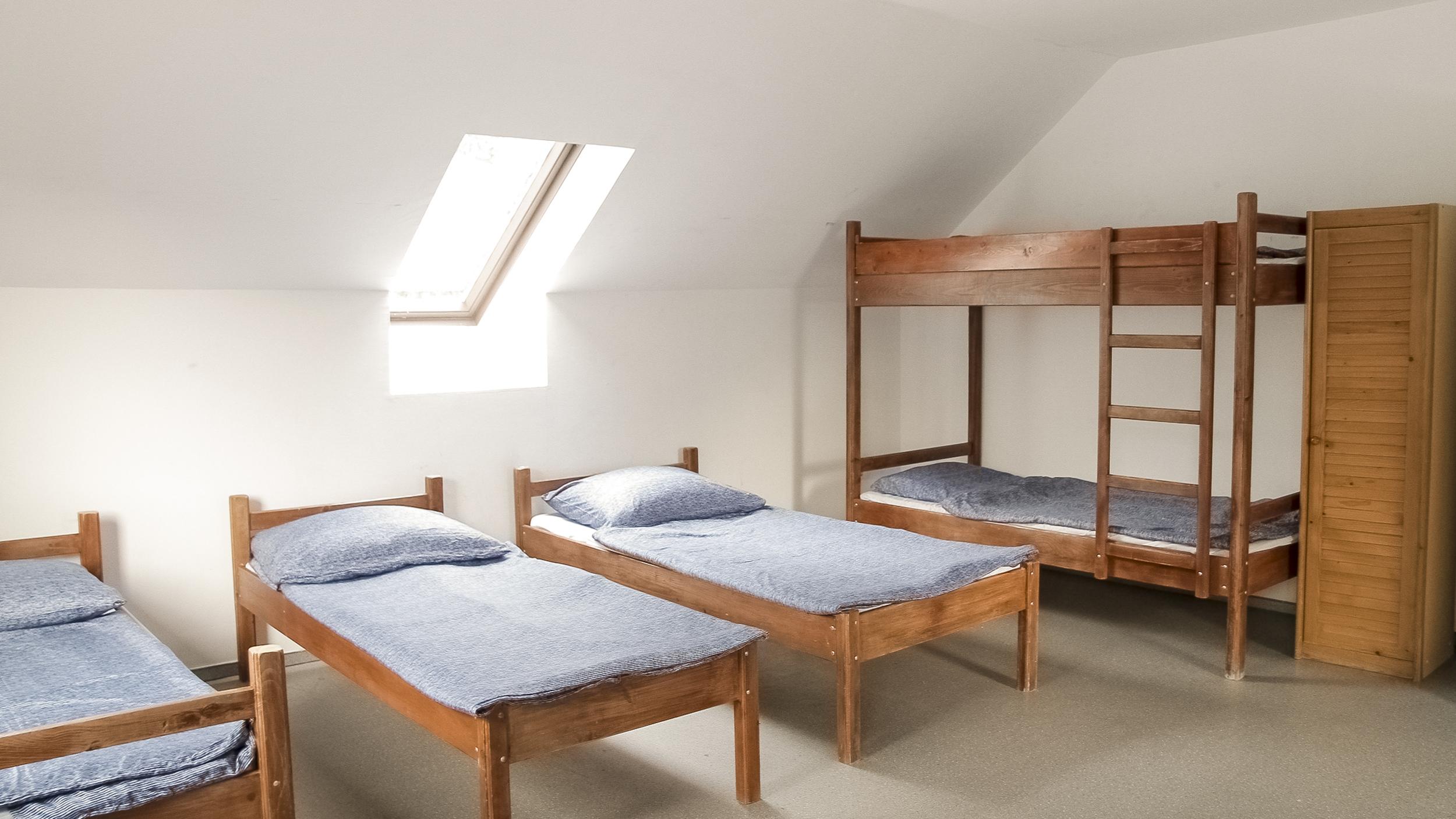ifjsúsági szállás szoba