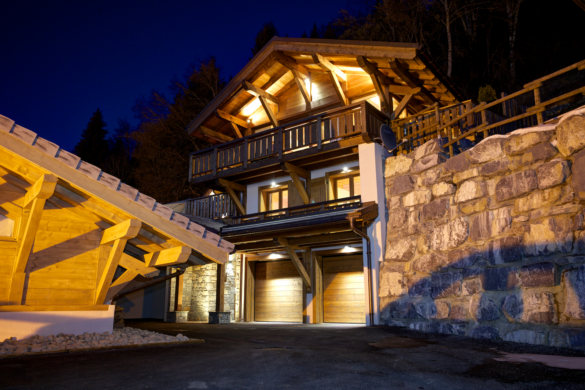 Chalet Bouquetin Exterior Night Time.jpg