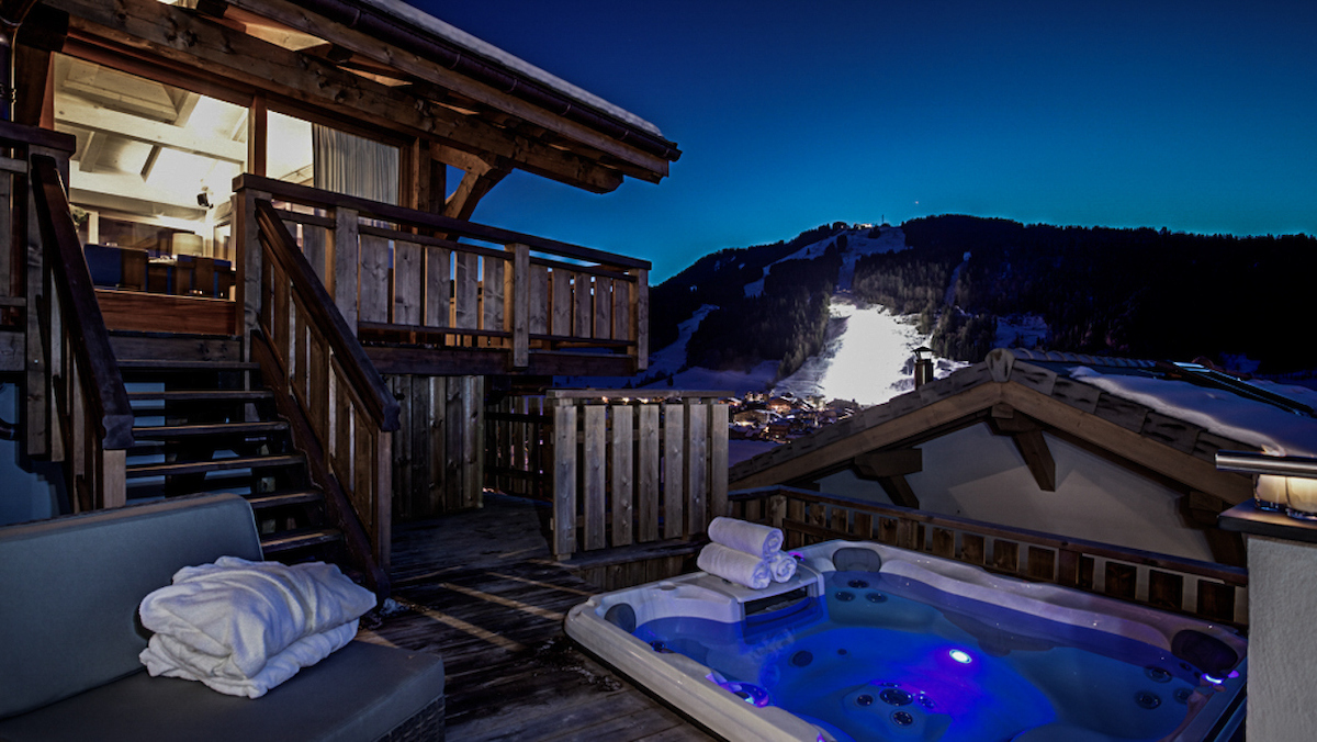 Chalet Bouquetin Hot Tub and Ski Slopes.jpg