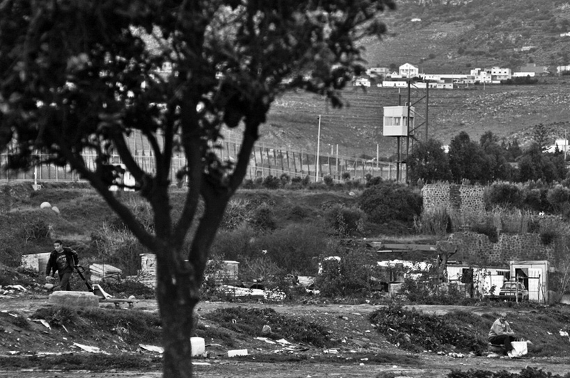 9_spain_border_fence_wide_melilla_1207_BW_large.jpg