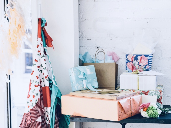 Bridal-shower-gifts.jpg