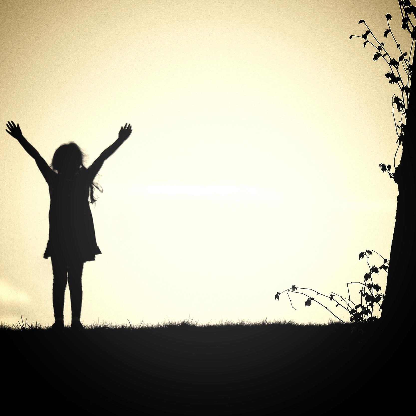 meisje bij boom.jpg
