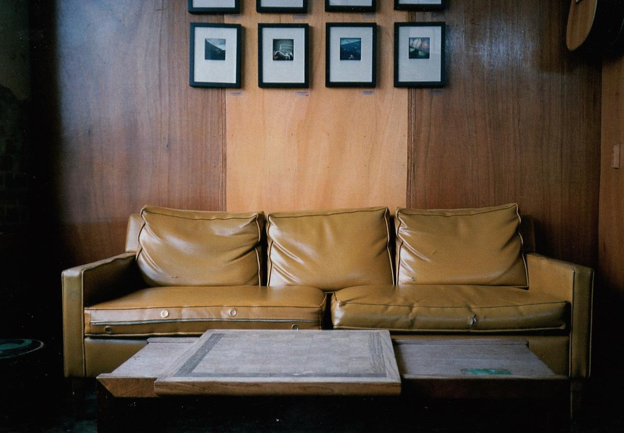 ©  LONNIE WEBB    Coffee shop decor