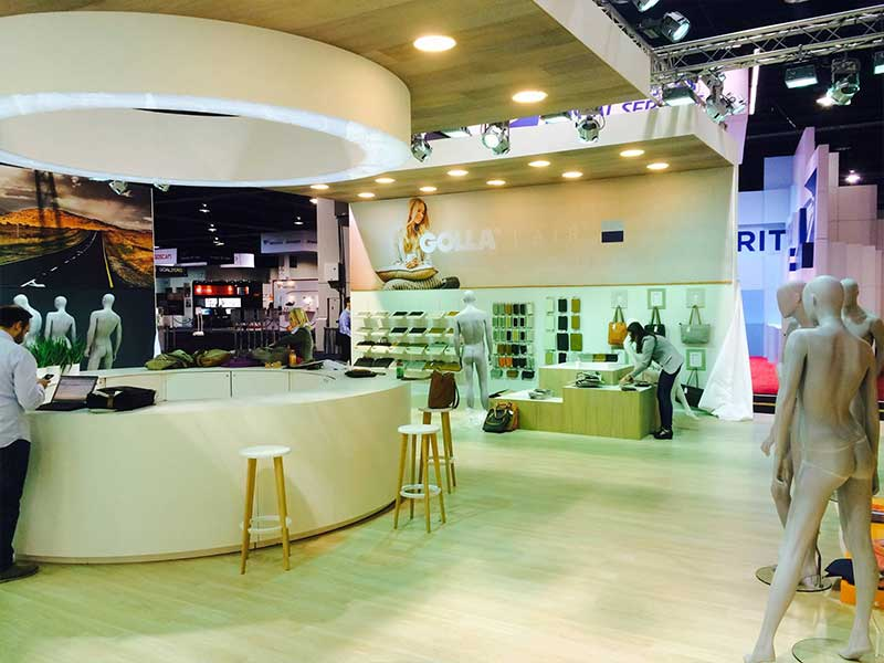 Golla-Custom-Exhibit-Stand-2.jpg