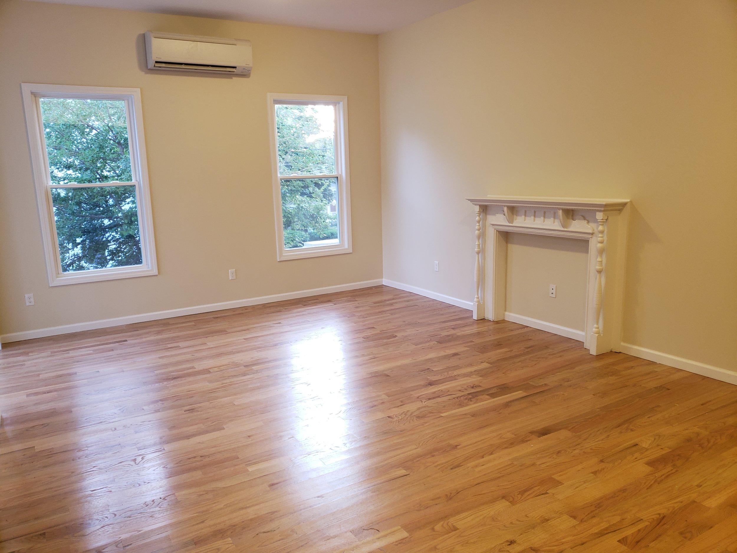 52 1B livingroom 3.jpg