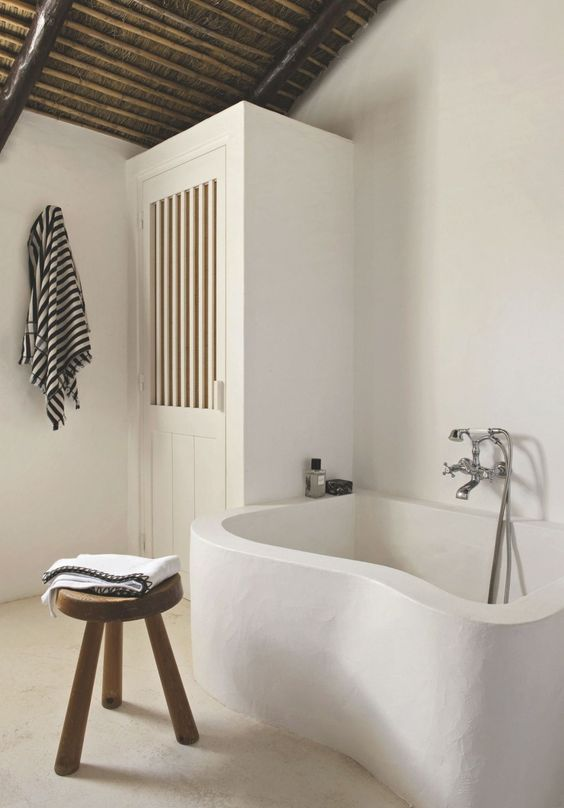 Inspiration image for a Moroccan plastered bath tub