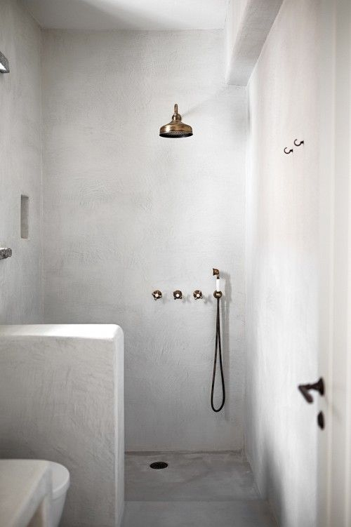 Inspiration image for a Moroccan plastered shower room