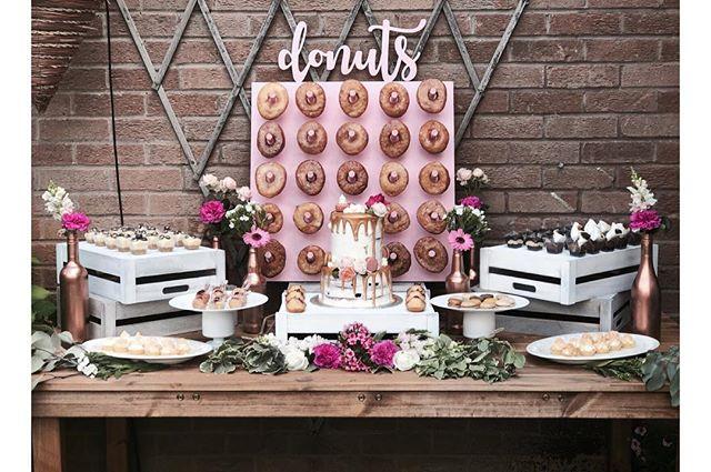 Monday's are for dessert tables with all the trimmings 💕 • • • • • #cakes #weddingcakeslondon #weddinglondon #londonweddingcakes #timeoutlondon #bridalcake #cakestagram #baking #gbbo #bakinglondon #chefsofinstagram #saltedcaramel #vanillabean #desserts #dessertpots