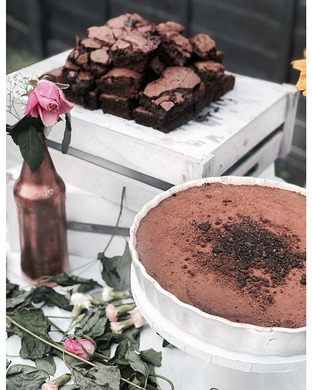 Triple Chocolate Torte of Dreams... (and a chocolate brownie stack hiding in the back 👀) 🍫🍫 • • • • • #cakes #weddingcakeslondon #weddinglondon #londonweddingcakes #timeoutlondon #bridalcake #cakestagram #baking #gbbo #bakinglondon #chefsofinstagram #saltedcaramel #vanillabean #desserts #dessertpots