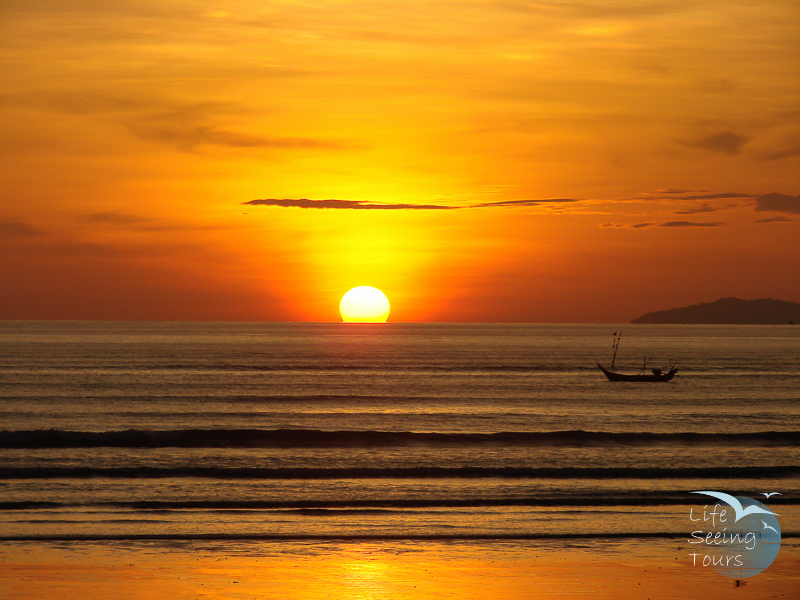 Maung Ma Gan sunset and Boat.jpg