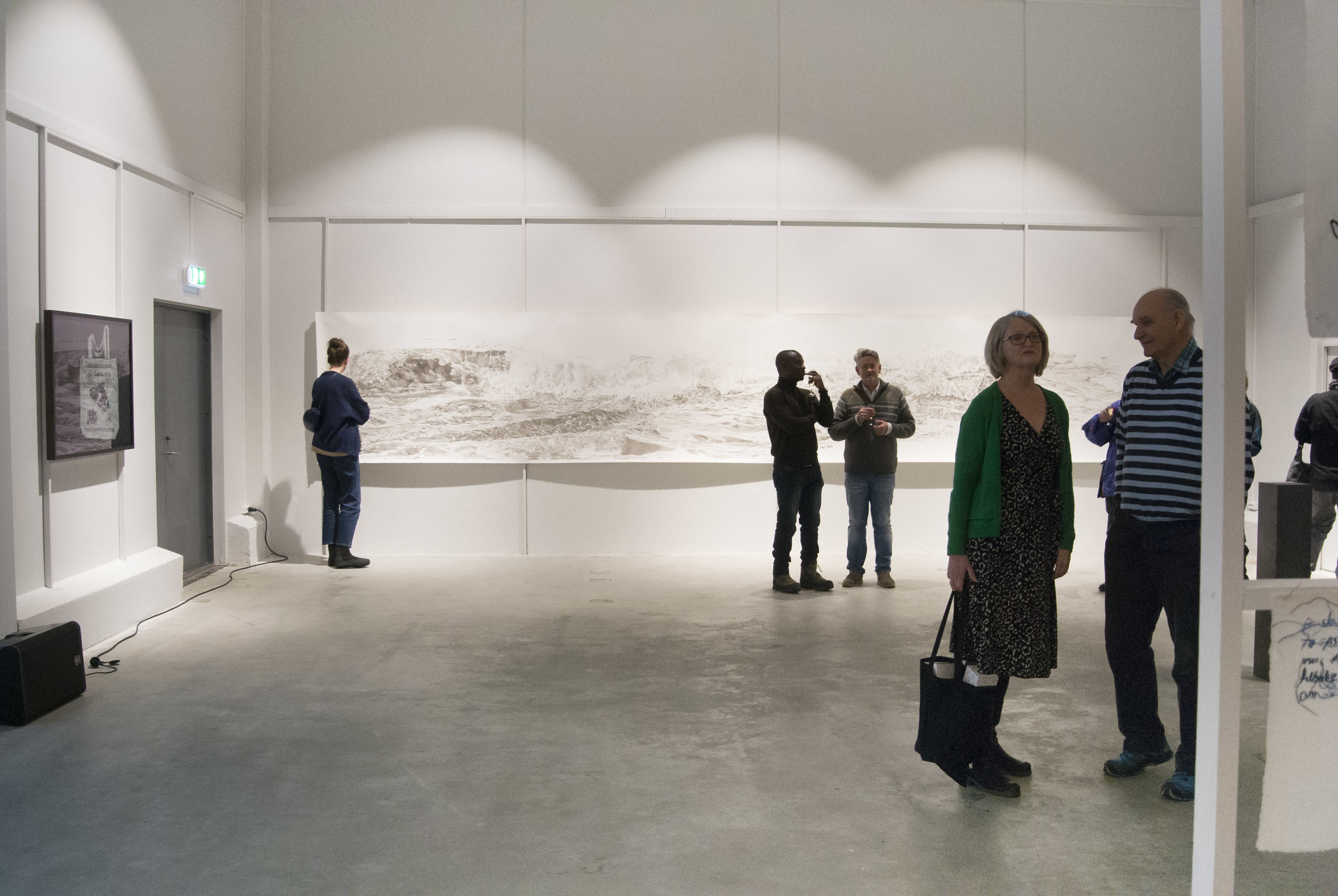 Bilde fra åpning,  Mørketida/Darknesstime , Fryseriet Meieriet Kultursenter, Leknes 2019