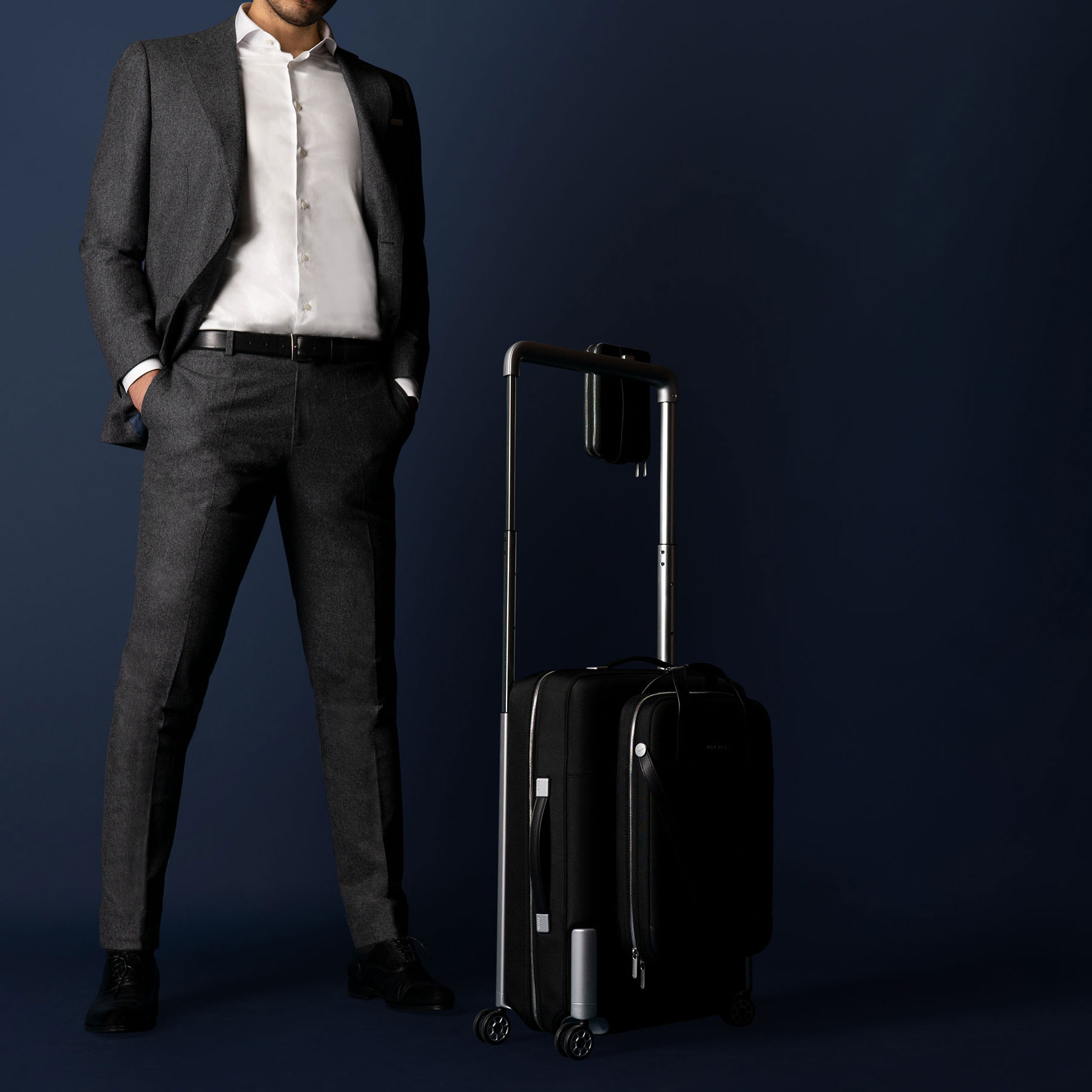 Modelshot_Man_suit_ironed_luggage_complete_square-(2).jpg