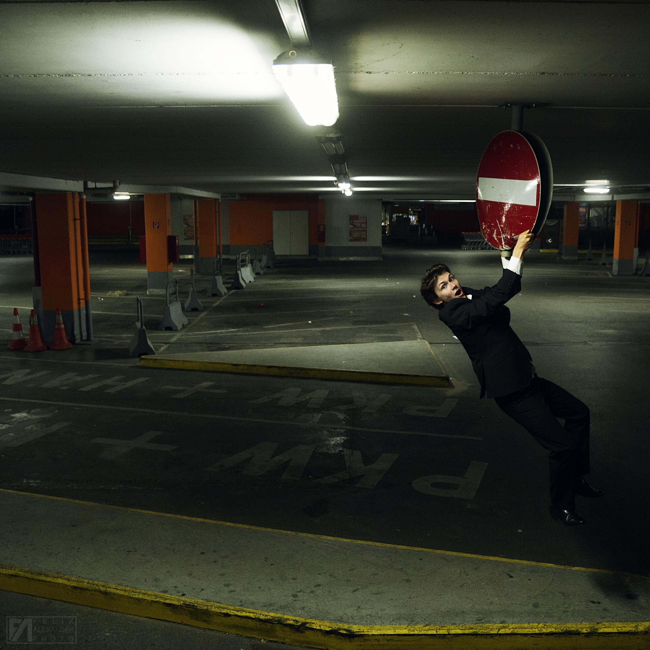 Leon Hanging.jpg