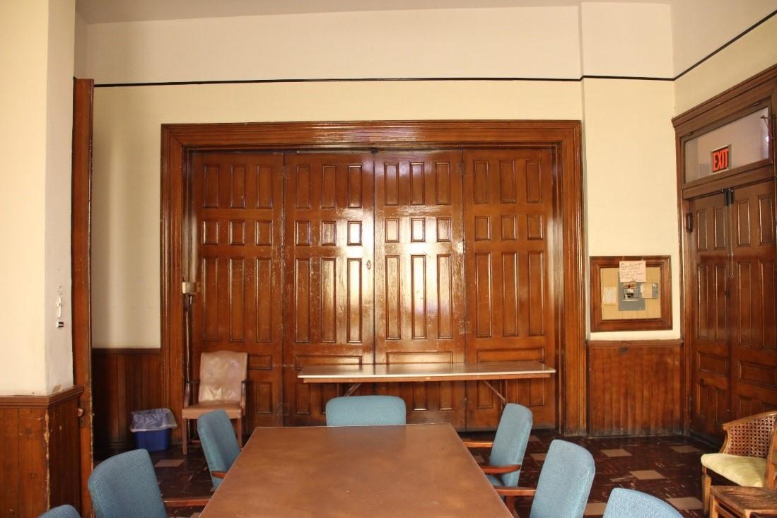 33 View west in 1st floor meeting room (east anteroom) facing doors to central anteroom.jpg