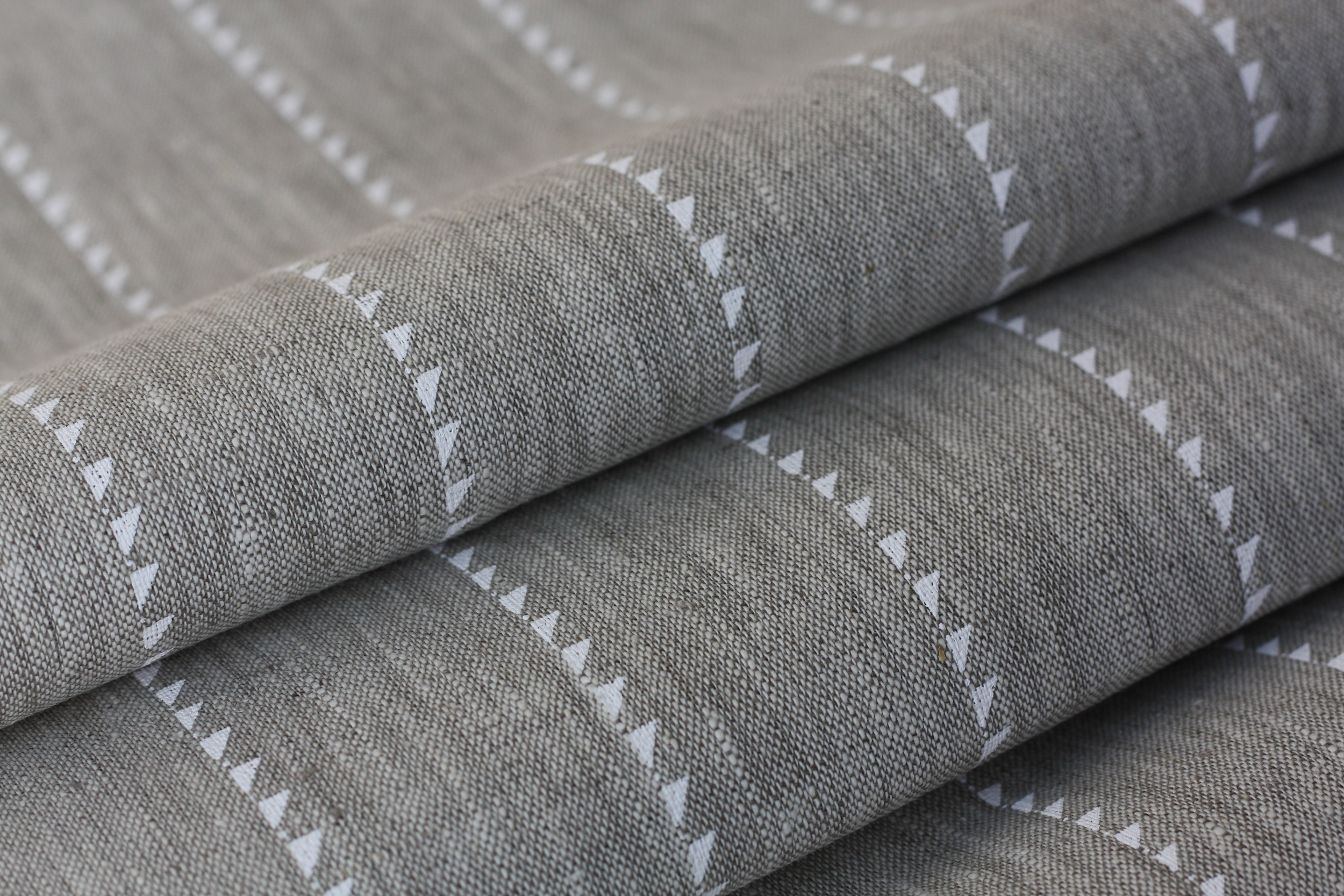Prestbury Blade stripe in White on Natural Linen